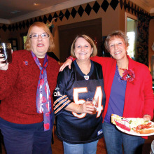 Left to right: Joyce Brein, Carol Cieslik and Carol Solow enjoy lunch Chicago style.