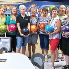 The clap of bowling thunder with Girls on Wheels: Melodye Rogers, Diane Khalar, Debra Davis, Susan Hebert, 