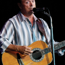Cliff Erickson will perform Friday, April 8, 2016.