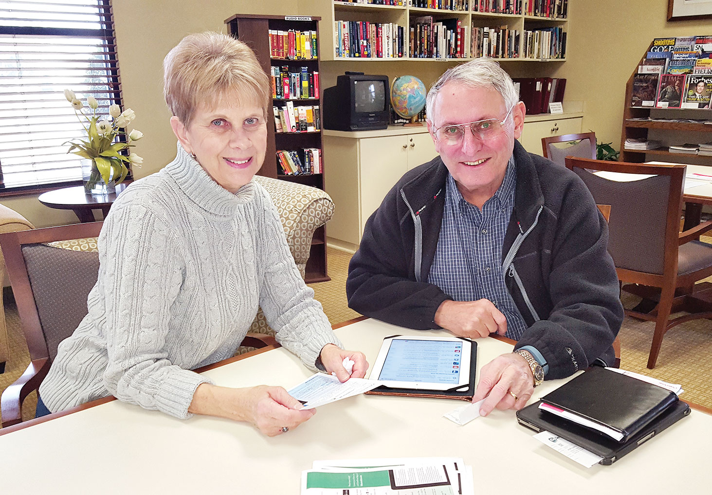 Trifecta! Den and Lynn Madl brought three devices: iPad, Nook and Samsung tablet. They want to read everywhere!