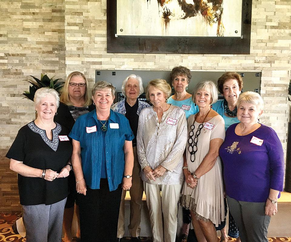 Chi Omega ladies gathered to reminisce.